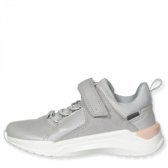 Sneakers Intervene