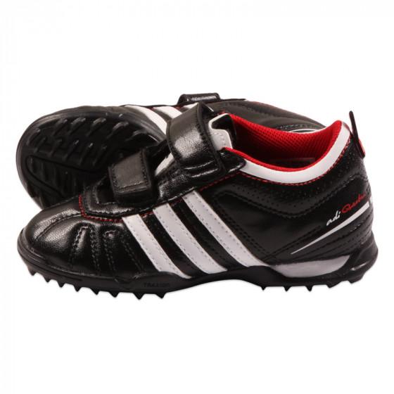 Schwarze Fußballschuhe