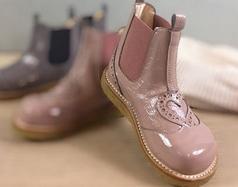 Coole Sneaker und Stiefel